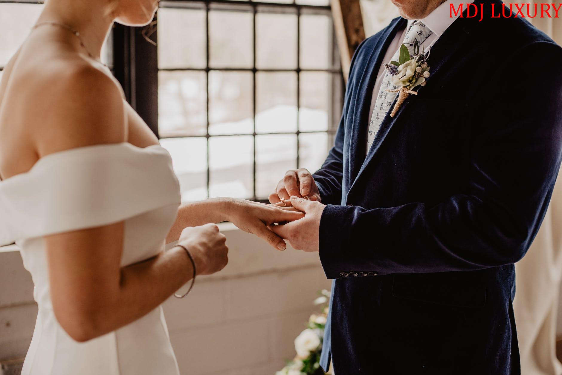 Đeo nhẫn cưới tay nào hợp nhất chuẩn theo phong tục Việt Nam
